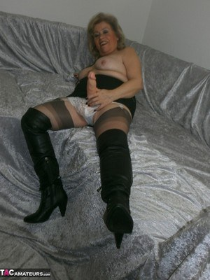 sissy maid suck cock